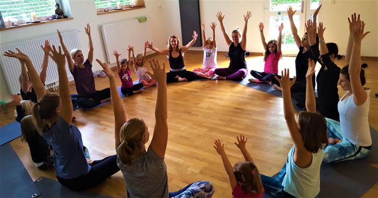 Familien Yoga + Kirtan