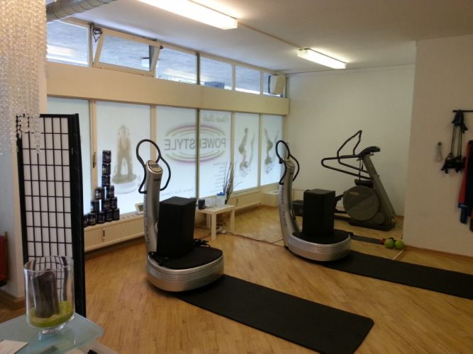PowerStyle Fitnesscenter | Power Plates Trainingsbereich