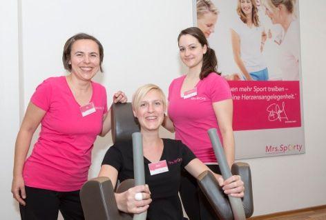 Mrs. Sporty Simmeringer Hauptstraße | Trainerinnen beim Gerätetraining
